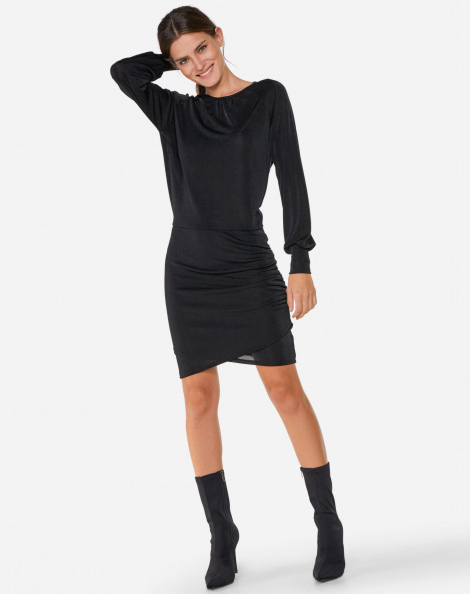 Vestido feminino com recorte tule
